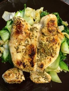 Cohen Diet: Lemon Rosemary Chicken on a bed of Sauteed pechay Banting Recipes, Vegetarian Recipes, Healthy Recipes, Healthy Options, Cohen Diet Recipes, Speedy Recipes, Lemon Rosemary Chicken, Breaded Pork Chops, Dukan Diet