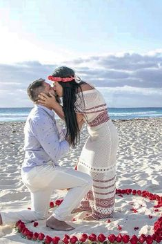 27 Best Proposals That Can Inspire Men To Pop The Question ❤ Best proposals ideas that we've collected for you in our post will totally inspire you! You can choose one from ideas what will be perfect for you! Cute Proposal Ideas, Beach Proposal, Romantic Proposal, Proposal Photos, Perfect Proposal, Romantic Weddings, Best Proposals, Wedding Proposals, Marriage Proposals