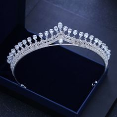 bridal jewelry pearl and rhinestone Bridal Tiara, Bridal Earrings, Bridal Crown, Hair Jewelry, Fashion Jewelry, Royal Jewelry, Glass Jewelry, Gold Jewellery, Jewelry Sets