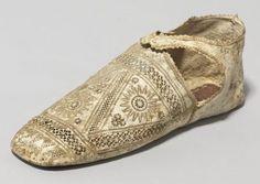 Venetian Festival Shoes, indoor turnshoe tutorial at MorganDonner.com