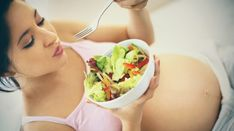 A balanced month-to-month diet for pregnant women alimentation femme enceinte - Breastfeeding Diet For Pregnant Women, Pregnant Diet, Pregnancy Nutrition, Pregnancy Tips, Diet And Nutrition, Fitness Nutrition, Science Nutrition, Breastfeeding Foods, Healthy Cake Recipes