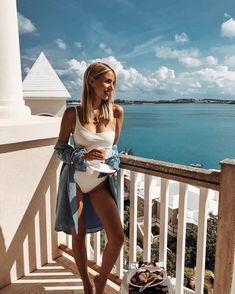 Forever thankful for waking up to these endless blues with @revolve on Bermuda. 💙 #REVOLVEsummer Anzeige / Ad