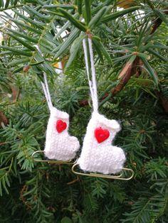 Julepynt skøyter Winter Things, Christmas Ornaments, Holiday Decor, Christmas Jewelry, Christmas Decorations, Christmas Decor