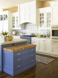 kitchen by Exquisite Kitchen Design http://www.houzz.com/photos/1213481/Carlson-traditional-kitchen-denver