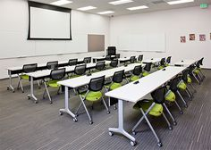 Computer training room design ideas for 2019 Office Training, Train Room, Function Room, School Furniture, Room Interior Design, Design Interiors, Learning Spaces, Classroom Design, Computer
