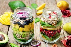 Healthy Eating: How to Build the Best Mason Jar Salad. Learn this fool-proof method for building a healthy, make-ahead salad in a jar. Perfect for a quick, healthy lunch. Easy Healthy Meal Prep, Easy Healthy Recipes, Healthy Eating, Healthy Salads, Healthy Food, Mason Jar Lunch, Mason Jars, Great Lunch Ideas, Dinner Ideas