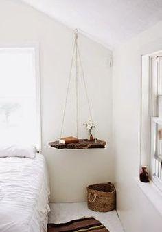 Binnenkant : Hangend nachtkastje....