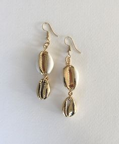 Double cowrie shell earrings with one gold plated shell and one natural and gold plated, boho summer earrings, FREE SHIPPING Boho Sandals, Leather Sandals, Shell Earrings, Dangle Earrings, Cute Slippers, Boho Necklace, Shoe Box, Summer Looks, Shells