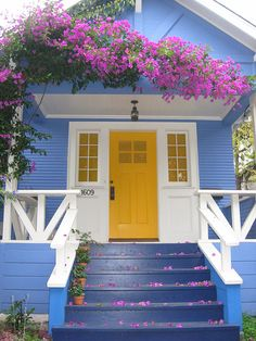 What a refreshing take on a yellow and blue cottage.usually one sees a yellow house with blue trim. House Paint Exterior, Exterior House Colors, Cute Cottage, Cottage Style, Mini Chalet, Yellow Doors, Yellow Houses, Cabins And Cottages, Cottage Homes
