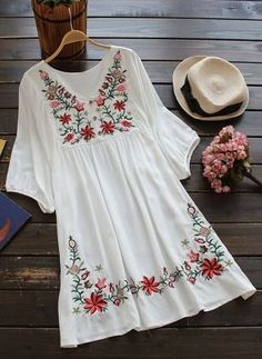 Embroidered Flora Vintage Style Boho Chic Peasant Dress One Size from Gear Hunter Shop. Boho Chic, Bohemian Style, Floral Embroidery Dress, White Embroidery, Embroidered Dresses, Embroidered Shirts, Embroidery Fabric, Embroidery Designs, Estilo Hippie
