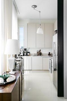 Bo LKV Tidy Kitchen, Kitchen Dining, Dining Room, Interior Design Inspiration, Kitchen Inspiration, Interior Ideas, Minimal Home, Love Home, Apartment Kitchen
