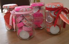 Present for birthdays: a mason jar filled with tealights (which are decorated with washi tape) decorated with washi tape Little Presents, Diy Presents, Recetas Para Navidad Ideas, Xmas Deco, Craft Gifts, Diy Gifts, Diy For Kids, Crafts For Kids, Washi Tape Crafts
