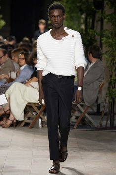 Stickadtröja med knäppning.  Hermès Spring 2016 Menswear - Collection - Gallery - Style.com