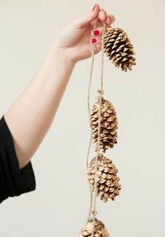 33 awesome things to make with nature- Gold Leaf Pinecone Garland #holidaypinparty #diy
