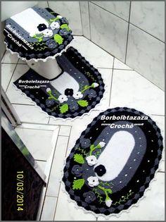 Jogo de Banheiro Modelo Tricolor,de um Toque Especial no Seu Banheiro,Faço na cor que Desejar,Tbm faço o P.P.Higienico e Capa para Descarga Acoplada.Preço por Peça.Material Barbante de Algodão.. Crochet Bedspread, Crochet Curtains, Crochet Art, Crochet Home, Bathroom Sets, Bathroom Stuff, Crochet Kitchen, Baby Car Seats, Free Pattern