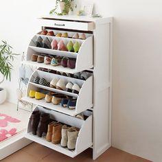 16 Hidden Storage Hacks for Your Living Room You'll swoon over these hidden living room hacks. Shoe Storage Solutions, Closet Shoe Storage, Diy Shoe Rack, Shoe Racks, Shoe Storage Hacks, Shoe Hanger, Shoe Closet, Dorm Room Storage, Dorm Room Organization