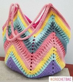 New Crochet Patterns Bulky Yarn Gifts Ideas Crochet Beach Bags, Crochet Market Bag, Crochet Tote, Crochet Handbags, Crochet Crafts, Crochet Projects, Knit Crochet, Crochet Purse Patterns, Knitting Patterns