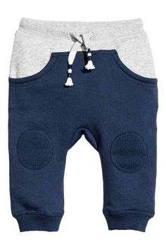H&M Joggers: Joggers in soft sweatshirt fabric with an elasticated drawstring waist, front pockets and ribbed hems. Baby Boy Outfits, Kids Outfits, Baby News, Joggers Outfit, Stylish Boys, Kids Fashion Boy, Baby Pants, Baby Kind, Baby Boutique