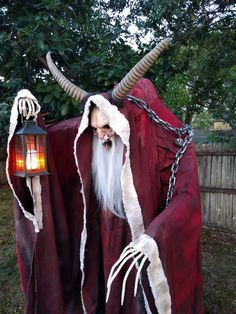 Post with 301374 views. Christmas Character Costumes, Christmas Characters, Halloween News, Halloween Crafts, Halloween Costumes, Vintage Christmas Cards, Christmas Art, Haunted Prison, Horror Costume