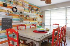 99 veces he visto estas radiantes cocinas rojas. Transitional Home Decor, Transitional Lighting, Transitional Kitchen, Style Rustique, Kitchen Paint, Location, House Plans, Dining Table, Dining Rooms