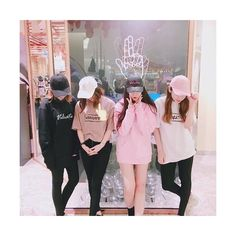 If I am not a crp, I will make a thousand of picture(like this) with our names and I put it on my featured photos. Ulzzang Korean Girl, Ulzzang Couple, Best Friend Pictures, Bff Pictures, Moda Korea, Besties, Korean Best Friends, Uzzlang Girl, Korean Couple