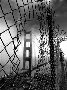 San Francisco's Golden Gate Bridge in stunning drama of black and white photography. Creative Photography, Amazing Photography, Street Photography, Art Photography, Art Blanc, Wow Photo, Foto Portrait, Foto Art, Black And White Pictures