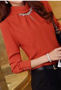 love the blouse. not sure the color would look great on me - Women's fashion interests Blouse Styles, Blouse Designs, Modest Outfits, Stylish Outfits, Work Outfits, Stylish Tops, Blouse Outfit, Blouses For Women, Women's Blouses