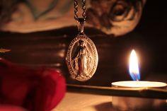 Imagen católica: medalla,totustuus,virgendelamedallamilagrosa,vela - Cathopic
