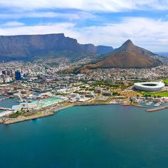 Cape Town is a top world destination in the #TravelersChoice awards this year!  To see the other winners click on the link in our bio. by tripadvisor