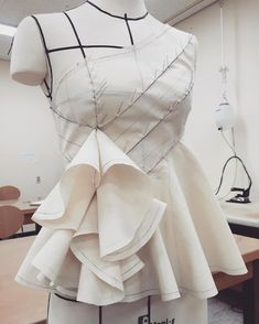 28 Me gusta, 5 comentarios - clodin lee.clo&u 끌로앤유 (Look at this first rate photo - what an innovative style and designNo automatic alt text available.What is Fashion Draping? And Why Should Designers Learn How to Drape? Draping Techniques, Pattern Draping, What Is Fashion, Origami Fashion, Dress Sewing Patterns, Draped Dress, Fashion Sewing, Fashion Sketches, Fashion Outfits