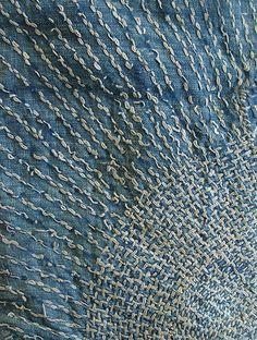 thestylishgypsy:  Sashiko Stitching thestylishgypsy:  Sashiko Stitching (Source: pearl-nautilus, via angelarecada)