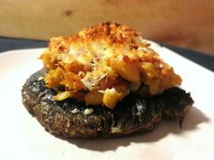Foraged Foodie: Wine-cap mushrooms stuffed with white beans and sun-dried tomatoes. Vegetarian recipe.#foraging