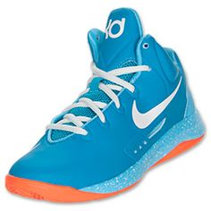 The Nike Zoom KD V is the fifth collaboration from Kevin Durant and Nike Basketball. This Boys' version look good and perform at the highest level on and off the court. Look to this shoe for added support, a lightweight upper, and a new cushioning syst