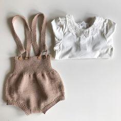 Seleposeshorts #kærlighedpåpinde #leneholmesamsøe #lerke #hjemmestrik #homemade #knittedbabyclothes #jentestrikk #pigestrik