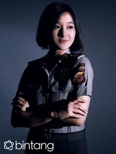 Female Army Soldier, Female Cop, Police Uniforms, Girls Uniforms, Beauty Army, Indonesian Women, Military Women, Fashion Stylist, Album