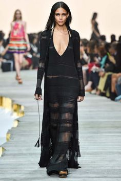 Italian fashion designer Roberto Cavalli presented his new spring/summer 2015 collection at Milan fashion week spring He found inspiration for this Roberto Cavalli, Look Fashion, High Fashion, Fashion Show, Luxury Fashion, Couture Fashion, Runway Fashion, Milan Fashion, Fashion 2015