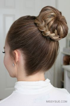 For today's tutorial I'm excited to be sharing this French & Lace Fishtail High Bun I recently posted a picture of this hairstyle on instagram and so many of you asked for a tutorial! If you don't get it right the first time, don't give…