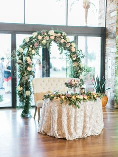 Sweetheart Table with Greenery Arch | photography by http://rachel-solomon.com/