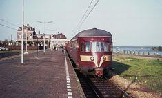 24 mei 1974 maakte deze diesel zijn laatste rit vanuit enkhuizen. een dag later werden op dit traject elektrisch aangedreven treinen ingezet. (foto en info roelof hamoen). Met dank aan Jan de Jager