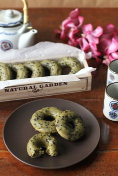 Baked Matcha Doughnuts Recipe | These baked matcha doughnuts, with a delicious matcha glaze and black sesame sprinkled on top, might just become your new favourite! Recipe on the blog. :)