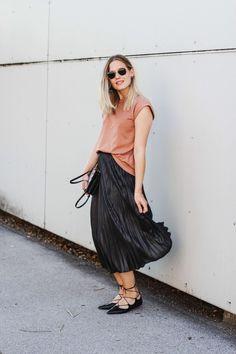 tifmys – Shirt: Envii | Skirt: H&M | Lace-up Ballerinas: Topshop | Bag: Céline Trio | Sunnies: Ray Ban Hexagonal | Earrings: Maschalina*