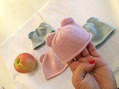 Free Knitting Pattern for Itty Bitty Bear Cub Baby Hat - These easy bear cub hat. patterns free hats baby Free Knitting Pattern for Itty Bitty Bear Cub Baby Hat - These easy bear cub hat. Knitting For Charity, Knitting For Kids, Free Knitting, Knitting Projects, Free Crochet, Knit Crochet, Crochet Hats, Knitting Ideas, Crochet Projects