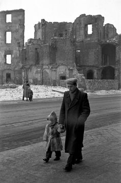Warsaw, Poland, - Warsaw was completely destructed during WWII Old Pictures, Old Photos, Vintage Photos, Vintage Photographs, Warsaw Poland, Poland Ww2, Magnum Photos, Black White, World History