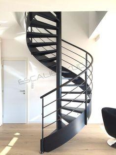 Escalier métallique intérieur Design industriel Escalier colimaçon Limon plat Rampant acier brut Marche en tôle lisse acier