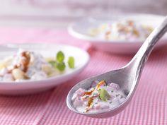 Diese würzige Sauce ist nicht nur zu Pasta super! Joghurt-Knoblauch-Sauce - mit Minze - smarter - Kalorien: 380 Kcal - Zeit: 15 Min. | eatsmarter.de
