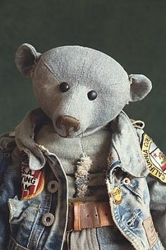 Bruno the jeans bear Old Teddy Bears, Gift Baskets, Bunnies, Mystic, Robin, Diy And Crafts, Beer, Jeans, Animals