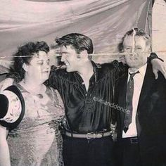 A rare picture of Elvis and his parents just minutes before the afternoon show. Tupelo It's really a shame that this picture is so damaged. Elvis Presley Images, Elvis Presley Family, Priscilla Presley, Happy Birthday Elvis, Memphis, Tupelo Mississippi, The Good Son, Young Elvis, Most Handsome Men