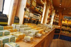 Savons et produits artisanaux fabriqués à partir de produits naturels
