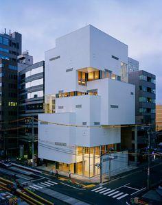 Esta es una bonita pieza de arquitectura japonesa moderna urbana (FTown edificio, Atelier Hitoshi Abe. Sendai, Japón