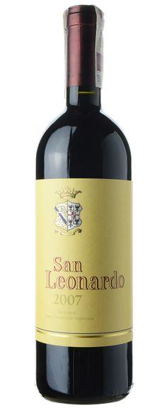 Doskonałe wino w stylu bordoskim z regiony Włoch, który słynie z zupełnie innych win. Fantastyczna jakość powtarzana każdego roku. Wino może dojrzewać przez 20 lat.
